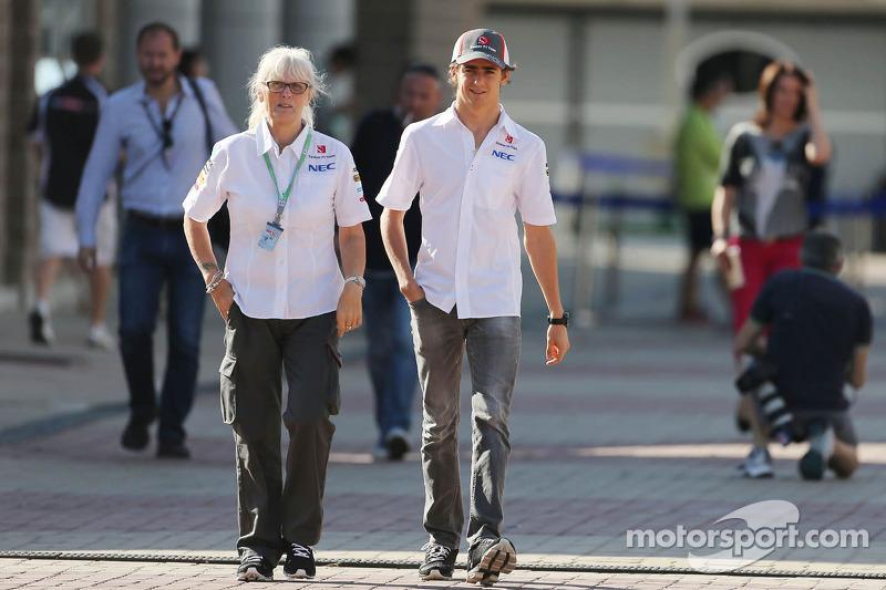Esteban Gutierrez, Sauber with Annie Bradshaw, Sauber Press Officer