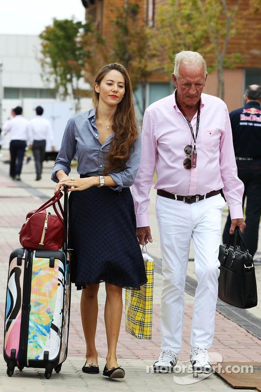 Jessica Michibata, e John Button