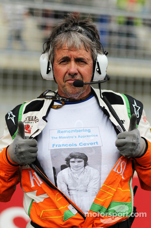 Neil Dickie, Sahara Force India F1 Team com a tribute to Francois Cevert, no grid