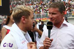 (L naar R): Sebastian Vettel, Red Bull Racing met David Coulthard, Red Bull Racing en Scuderia Toro Advisor / BBC-commentator op de grid