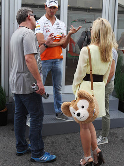 Adrian Sutil, Sahara Force India F1 met vriendin Jennifer Becks