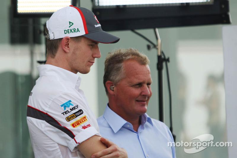 (L naar R): Nico Hulkenberg, Sauber met Johnny Herbert, Sky Sports F1