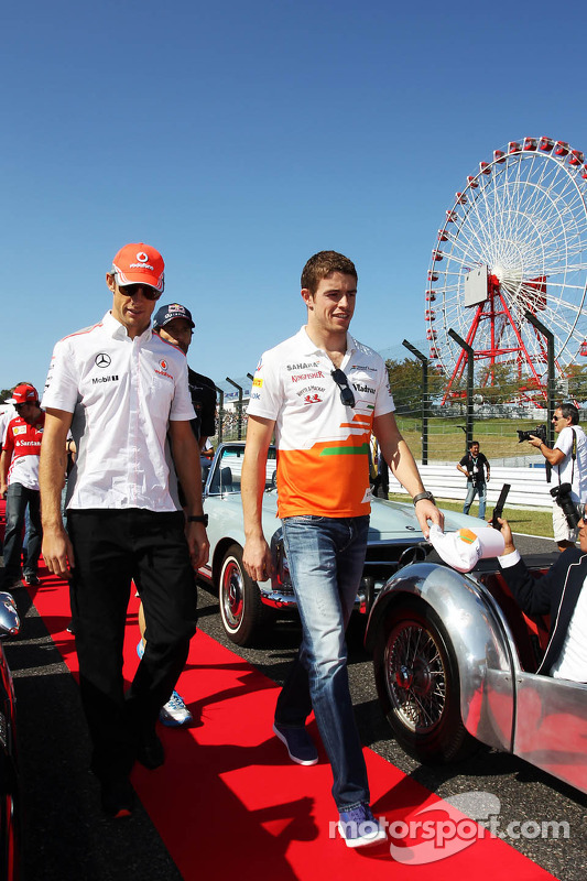 (Da esquerda para direita): Jenson Button, McLaren and Paul di Resta, Sahara Force India F1 , no desfile dos pilotos
