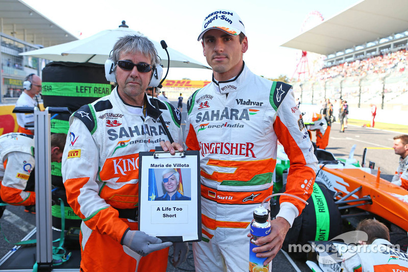 Adrian Sutil, Sahara Force India F1 en Neil Dickie, Sahara Force India F1 Team bij het eerbetoon voo