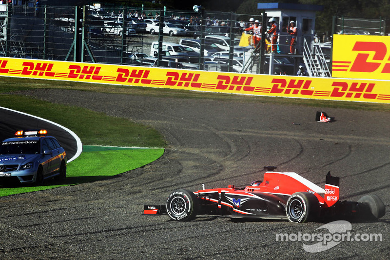 Jules Bianchi, Marussia F1 Team MR02 crashes out at the start of the race