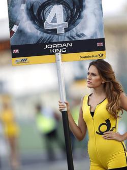 Grid girl van Jordan King