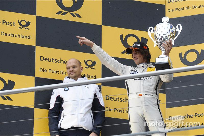 3e plaats Roberto Merhi, Mercedes AMG DTM-Team HWA, bedankt zijn team