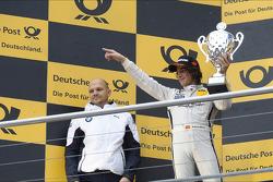 3rd Roberto Merhi, Mercedes AMG DTM-Team HWA, thanks his team