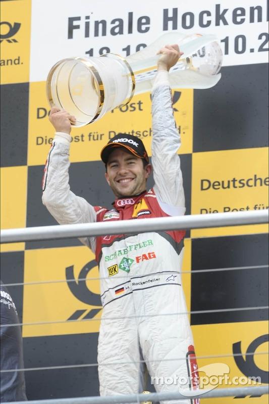 campeão Mike Rockenfeller, Audi Sport Team Phoenix Racing, com o troféu