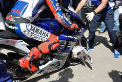 A bird stuck in the wheel of Jorge Lorenzo, Yamaha Factory Racing