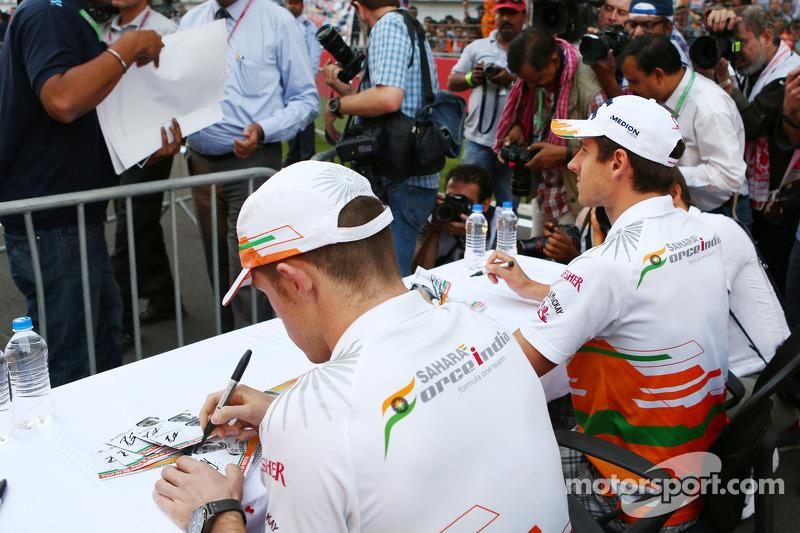 (L naar R): Paul di Resta, Sahara Force India F1 en teamgenoot Adrian Sutil, Sahara Force India F1 z
