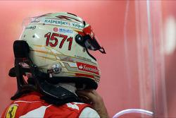 Фернандо Алонсо, Ferrari, із шоломом на честь завоювання рекордної кількості очок у Ф1