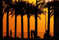 Fans bij zonsondergang