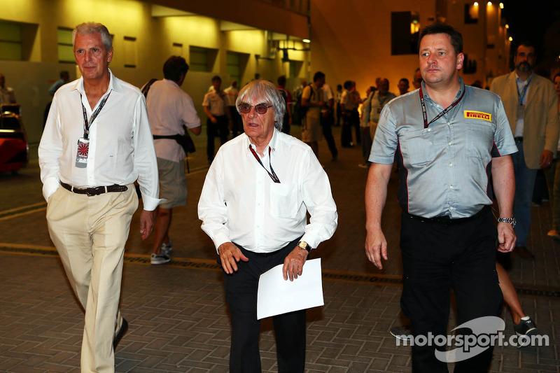 (L naar R): Marco Tronchetti, Pirelli Chairman met Bernie Ecclestone, CEO Formula One Group, en Paul Hembery, Pirelli Motorsport Director