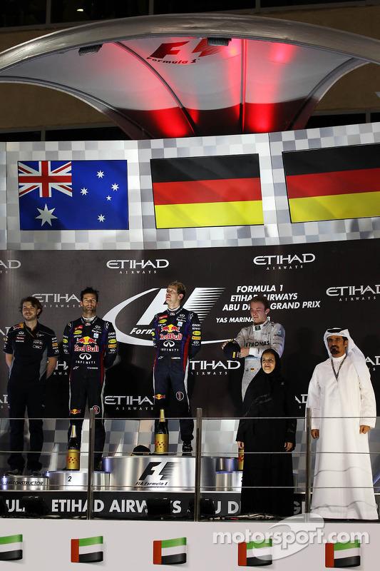 O vencedor Sebastian Vettel, Red Bull Racing, segundo colocado Mark Webber, Red Bull Racing, terceiro colocado Nico Rosberg, Mercedes AMG F1