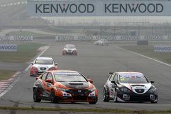 Norbert Michelisz, Honda Civic, Zengo Motorsport  and Tom Boardman, SEAT Leon WTCC,  Special Tuning Racing