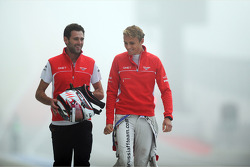 (Soldan-Sağa): Sam Village, Marussia F1 Team ve Max Chilton, Marussia F1 Team