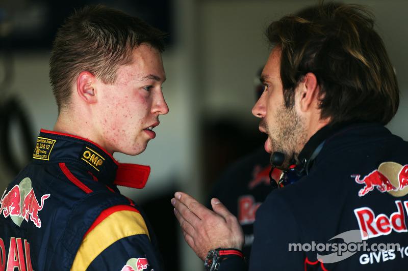 (L to R): Daniil Kvyat, Scuderia Toro Rosso talks with Jean-Eric Vergne, Scuderia Toro Rosso