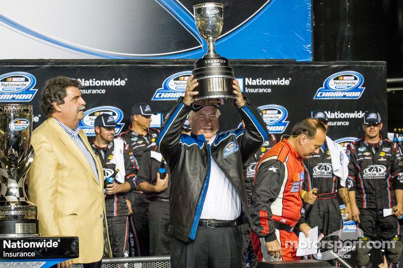 Championship victory lane: NASCAR Nationwide Series 2013 teameigenaar Roger Penske