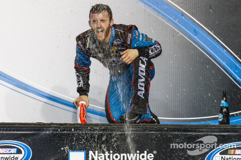 Championship victory lane: NASCAR Nationwide Series 2013 kampioen Austin Dillon viert feest