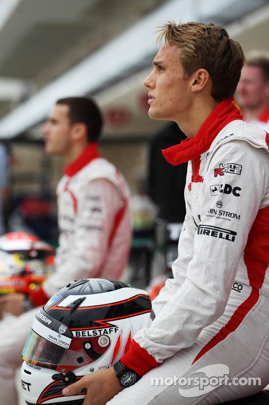 Max Chilton, Marussia F1 Team op een teamfoto