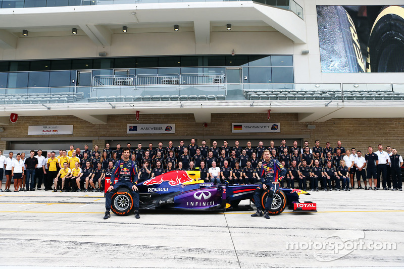 (L to R): Mark Webber, Red Bull Racing and team mate Sebastian Vettel, Red Bull Racing at a team pho