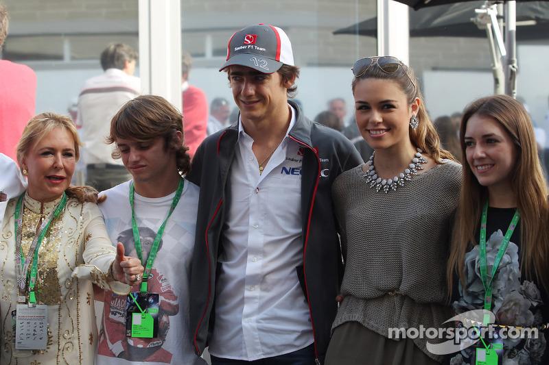 Esteban Gutierrez, Sauber with his girlfriend and family