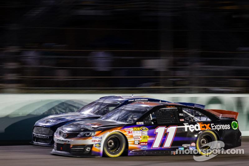 Brad Keselowski, Penske Racing Ford en Denny Hamlin, Joe Gibbs Racing Toyota