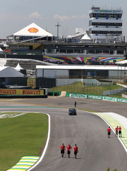 Track walk, Marussia F1 Team