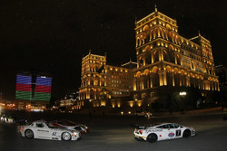 Centro de Baku; desfile a noite