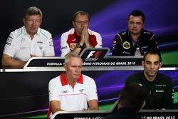 Coletiva da FIA: Ross Brawn, chefe da equipe Mercedes AMG F1; Stefano Domenicali, Diretor Geral da Ferrari; Eric Boullier, chefe da equipe Lotus; John Booth, chefe da equipe Marussia; Cyril Abiteboul, chefe da equipe Caterham