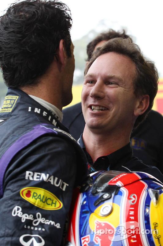 (Da esquerda para direita): Mark Webber, Red Bull Racing, comemora sua segunda posição e o último GP no parque fechado, com Christian Horner, chefe de equipe da Red Bull Racing