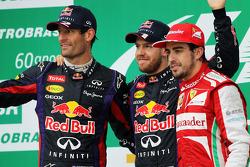O pódio, Red Bull Racing, segundo; Sebastian Vettel, Red Bull Racing, vencedor; Fernando Alonso, Fer