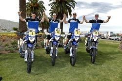 Yamaha pilotos Olivier Pain, Michael Metge, Cyril Despres, Frans Verhoeven