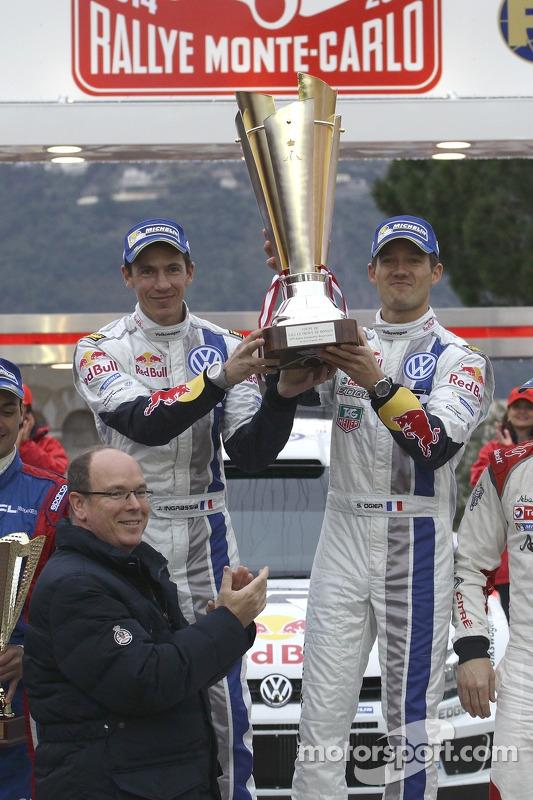 Prince Albert II com vencedores Sébastien Ogier e Julien Ingrassia, Volkswagen Polo WRC, Volkswagen Motorsport