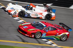 #51 Spirit of Race Ferrari 458 İtalya: Matt Griffin, Marco Cioci, Michele Rugolo, Jack Gerber ve #54 CORE autosport ORECA FLM09: Jon Bennett, Colin Braun, Mark Wilkins, James Gue