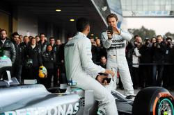 Nico Rosberg, Mercedes AMG F1 y Lewis Hamilton, Mercedes AMG F1 en la revelación del Mercedes AMG F1