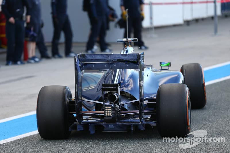 Felipe Massa, Williams FW36 arka kanatta ve difüzörde akışı gösteren boyayla birlikte