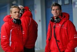 (Esquerda para direita): Max Chilton, Marussia F1 Team, com Graeme Lowdon, chefe executivo da Marussia F1