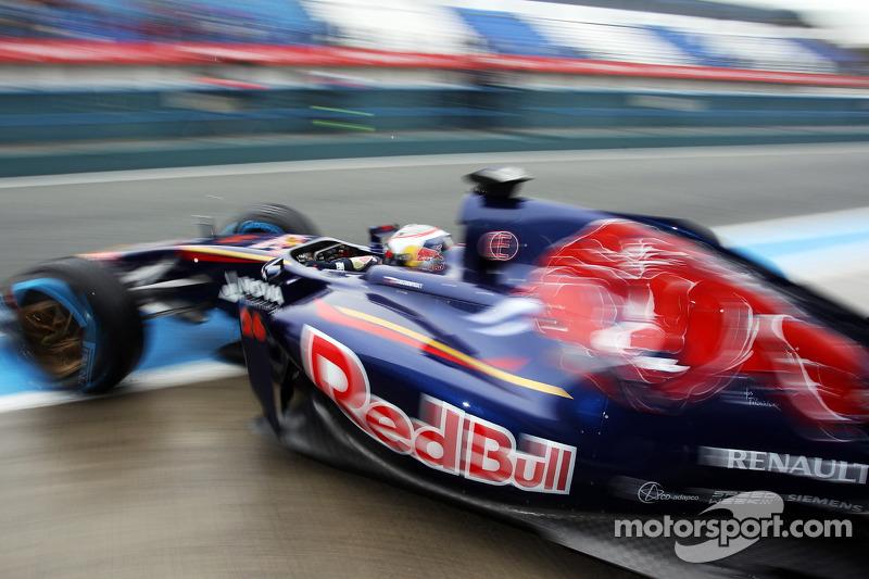 Daniil Kvyat, Scuderia Toro Rosso STR9 pitten ayrılıyor