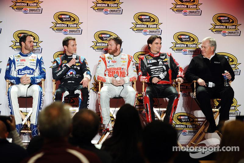 Jimmie Johnson, Kasey Kahne, Dale Earnhardt Jr., Jeff Gordon e Rick Hendrick