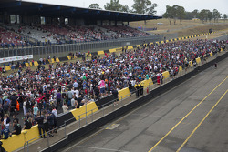 Fans during the official test