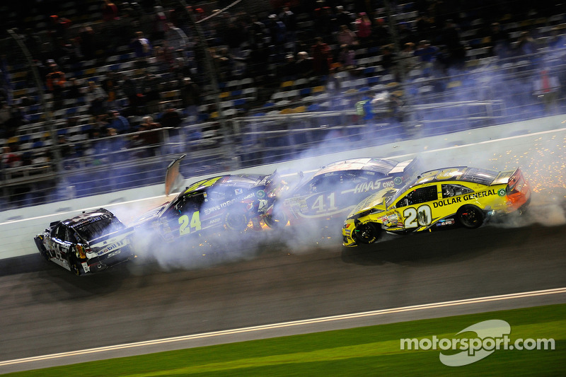 Problemi per Matt Kenseth, Joe Gibbs Racing Toyota, Kurt Busch, Stewart-Haas Racing Chevrolet, Tony