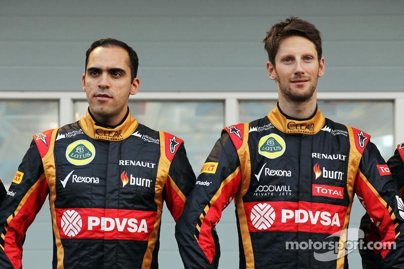 (L to R): Pastor Maldonado, Lotus F1 Team and team mate Romain Grosjean, Lotus F1 Team as the Lotus