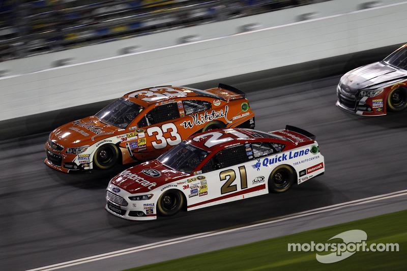 Trevor Bayne, Wood Brothers Racing Ford, Brian Scott, Richard Childress Racing Chevrolet