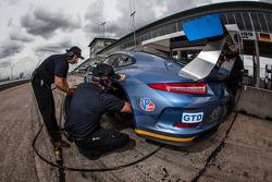 #23 Team Seattle / Alex Job Racing Porsche 911 GT America: Ian James, Mario Farnbacher