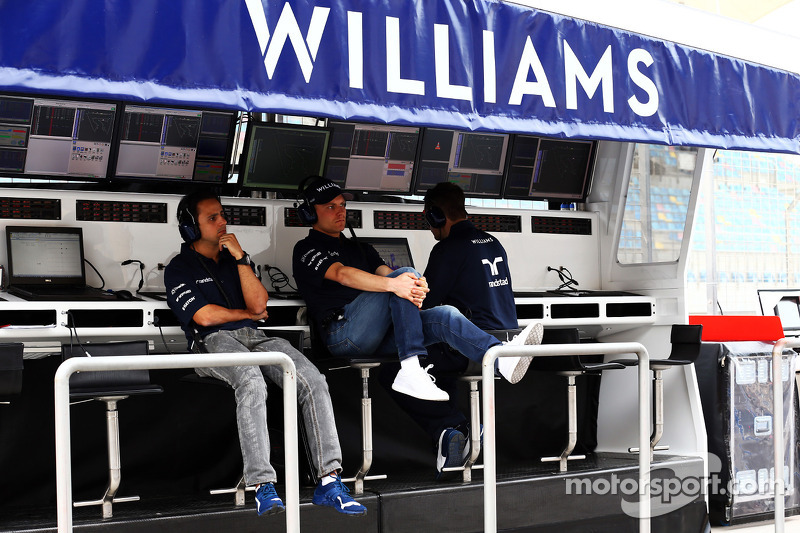 (L to R): Felipe Massa, Williams and team mate Valtteri Bottas, Williams on the pit gantry
