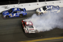 Crash, Kyle Larson, Ganassi Racing Chevrolet