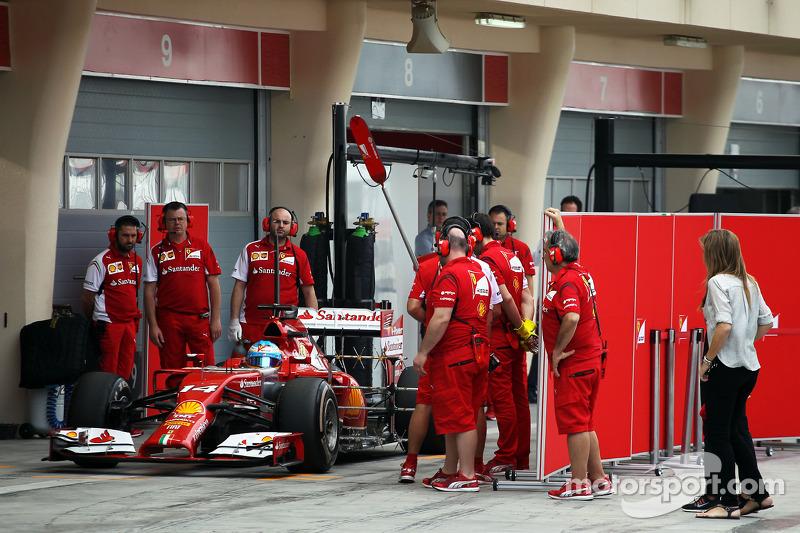 Fernando Alonso, Ferrari F14-T leaves the pits with sensor equipment