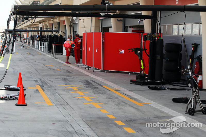 Ferrari pit box and garages with screens up